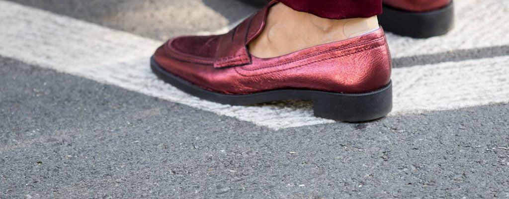 La mode «sans chaussettes» traverse les hommes !
